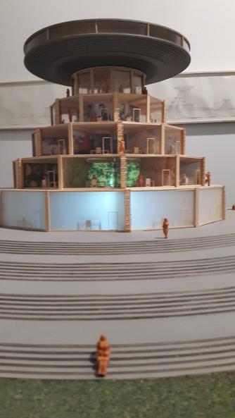 Carlos Garaicoa, Campus o la Babel del conocimiento(Detalle), 2002-2004 Instalación. Dos Maquetas de madera de balsa, acrílico, cartulina, barro, luz eléctrica: Una maqueta 85 x 155 x 155 cm. Una maqueta 20,32 x 207,5 x 205.2 cm. Dos dibujos a lápiz tinta en papel: Un dibujo 61.46 x 259.58 cm. Un dibujo 33.02 x 360.68 cm. Texto en vinilo sobre pared, dos monitores con animaciones en 3D transferidas a DVDs Dimensiones variables